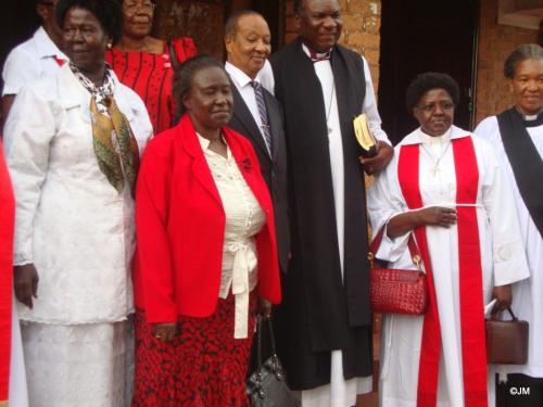 30 Clergy & VIPs